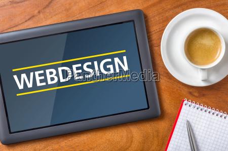 tablet auf schreibtisch webdesign