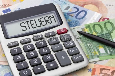 taschenrechner mit geldscheinen steuern