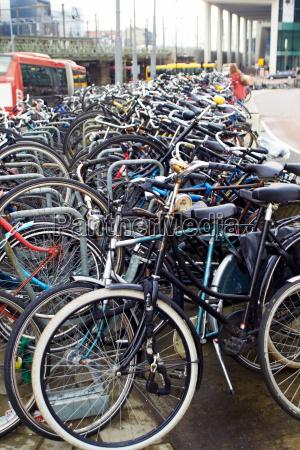 amsterdam fahrraeder parkplatz in der naehe