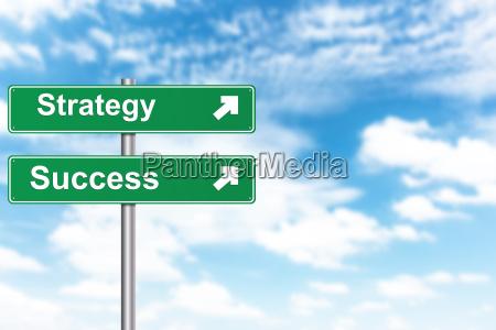strategie und erfolgszeichen mit unschaerfe hintergrund