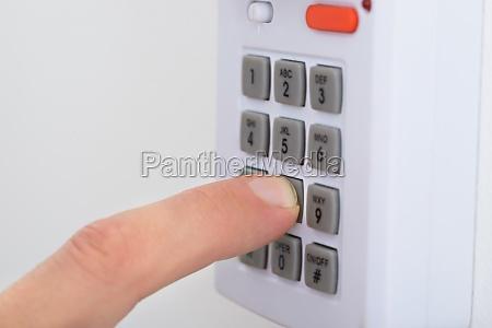 elektronisches schluesselsystem zum sperren und entsperren