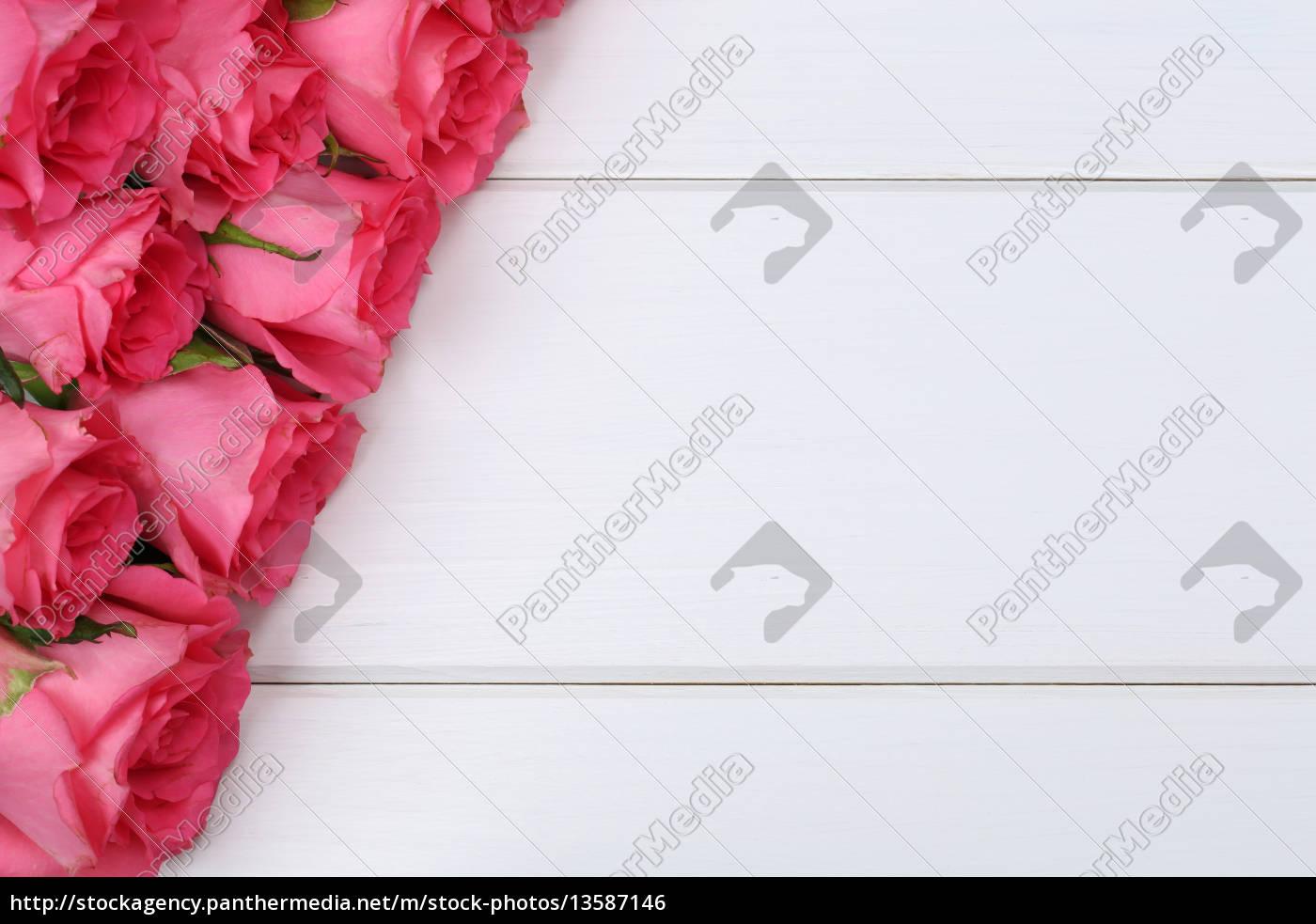 Stock Photo 13587146   Rosen Blumen Zum Valentinstag Oder Muttertag Auf  Holzbrett