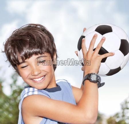 aktiver junge in bewegung