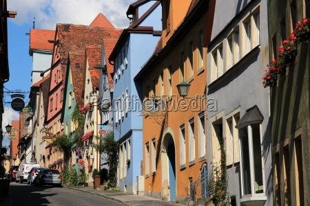 bunte haeuserzeile in rothenburg ob der