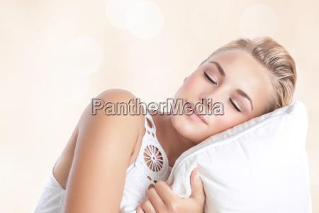 piekna kobieta spanie