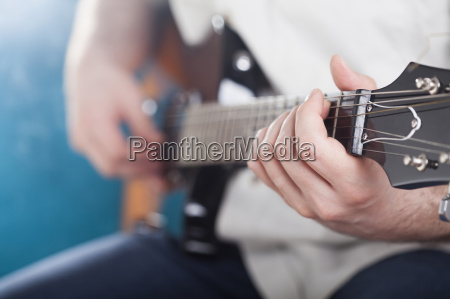 gitarrist auf der buehne