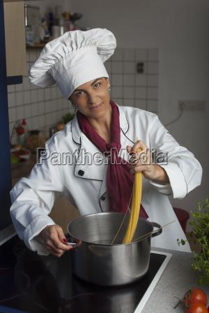 koechin macht spaghetti
