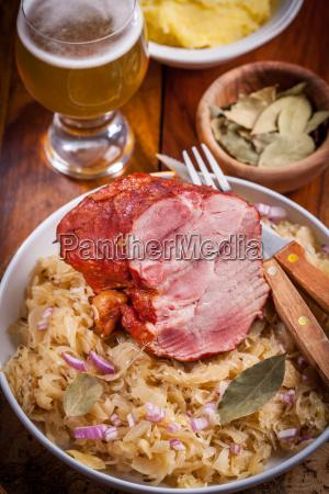 geraeuchertes schweinefleisch mit kohl