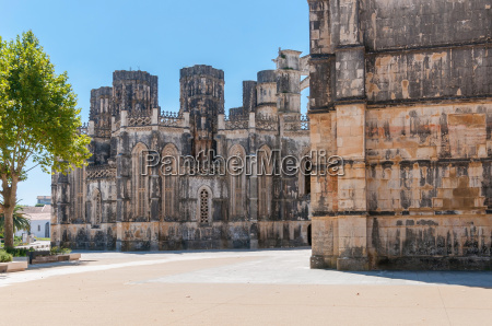 the unfinished chapels in batalha monastery