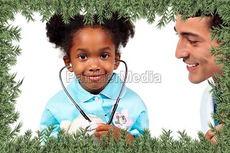 aufmerksame arzt mit seinem patienten spielen