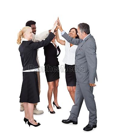 geschäftsleute, mit, einem, high-fünf, feiern - 13679198