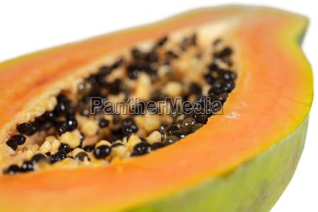papaya details einer halbierten frucht