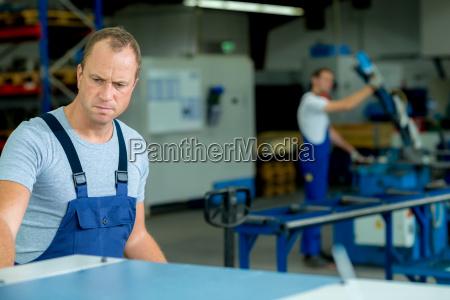 gefahr gefahren gefaehrdung werkzeug arbeitsstelle handwerker