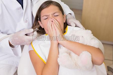 paediatrische zahnarzt versuchen niesen patienten zaehne