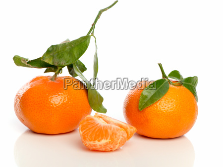 tangerines and tangerine pieces