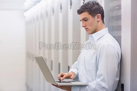turm laptop notebook computer lachen lacht