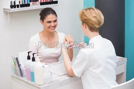 huebsches nagel techniker einreichung kunden naegel