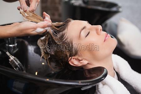 kunde die immer ihre haare gewaschen