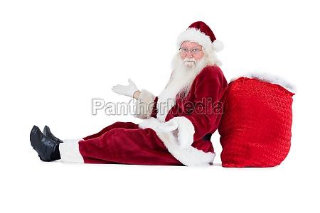der weihnachtsmann sitzt auf seiner tasche