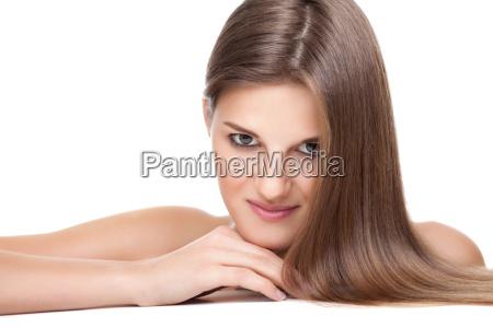schoene bruenette mit langen geraden haaren