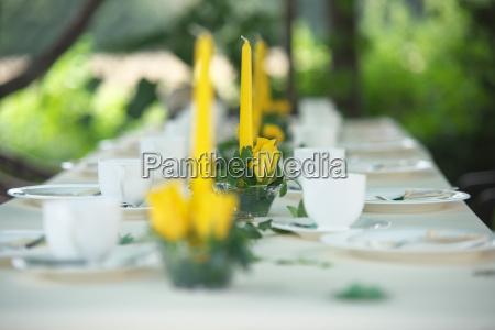 festliche tafel im garten