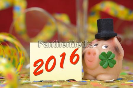 neujahr 2016 mit gluecksschwein und kleeblatt