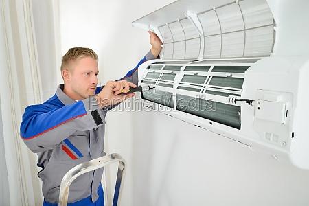 elektriker reparieren klimaanlage