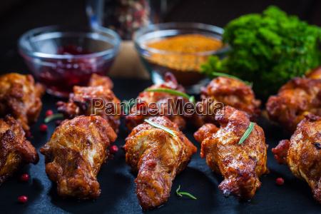 bbq chicken wings mit gewuerzen und
