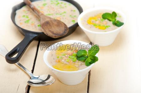 deftige nahoestlichen kichererbse und gerstensuppe