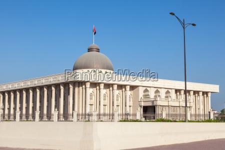 regierungsgebaeude in sharjah city vereinigte arabische