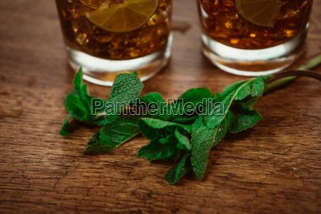 konzept trinken cocktail mit cola