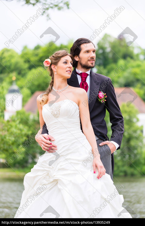 Hochzeitspaar Im Park Stockfoto 13935249 Bildagentur Panthermedia