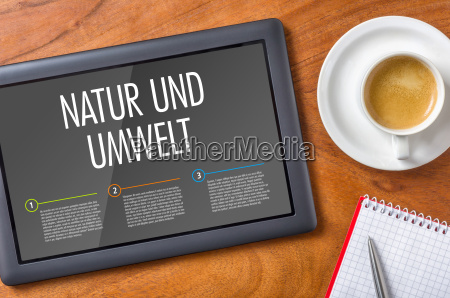tablet auf einem schreibtisch natur