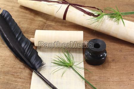 papyrusrolle mit federkiel