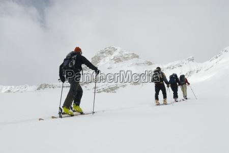 skifahrer tour im hinterland von den
