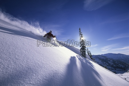 man skifahren tiefschnee in utah