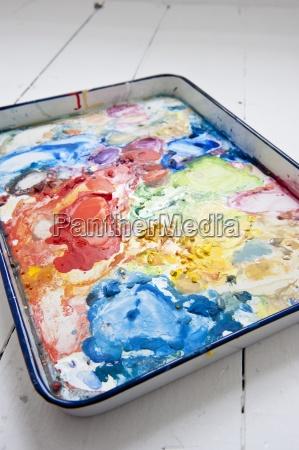 aquarell palette in ein kuenstleratelier