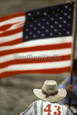 rodeo cowboy mit amerikanischer flagge