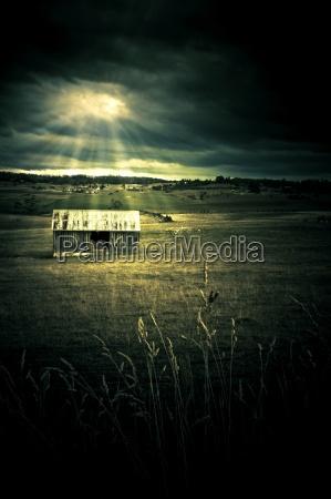 dunkle outback landschaft