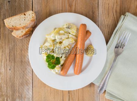 kartoffelsalat mit wuerstchen und senf