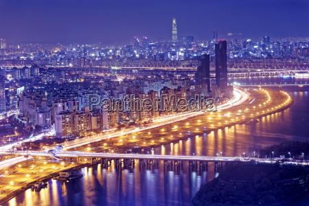 seoul tower und downtown skyline bei
