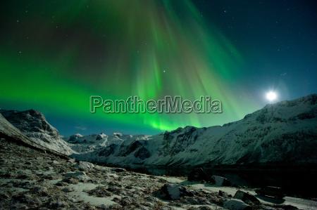 aurora borealis ueber dem grotfjord