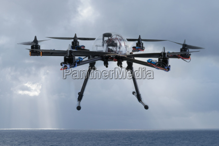 hexacopter drohne fliegen ueber den ozean