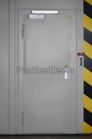 porta proteggere porte in acciaio interruttore