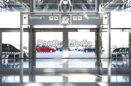 eingang flughafen terminal