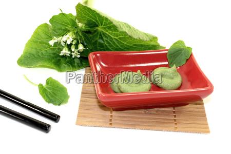 wasabi mit staebchen blatt und bluete