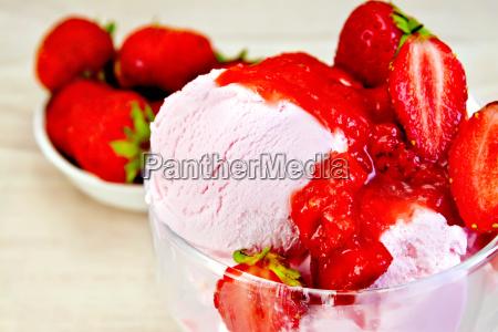 ice cream strawberry in glass bowl