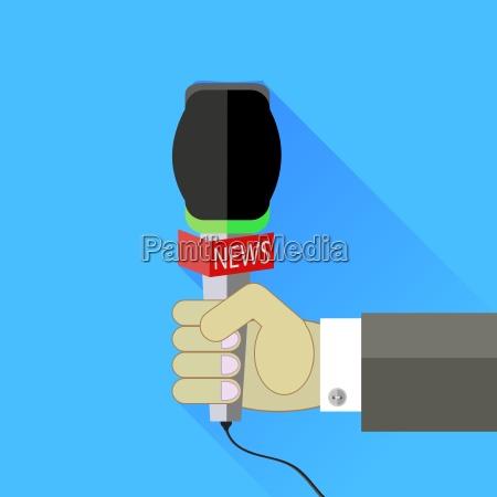 reporter haelt ein mikrofon auf blauem