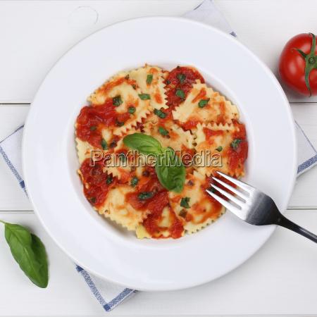 ravioli pasta with tomato sauce dish