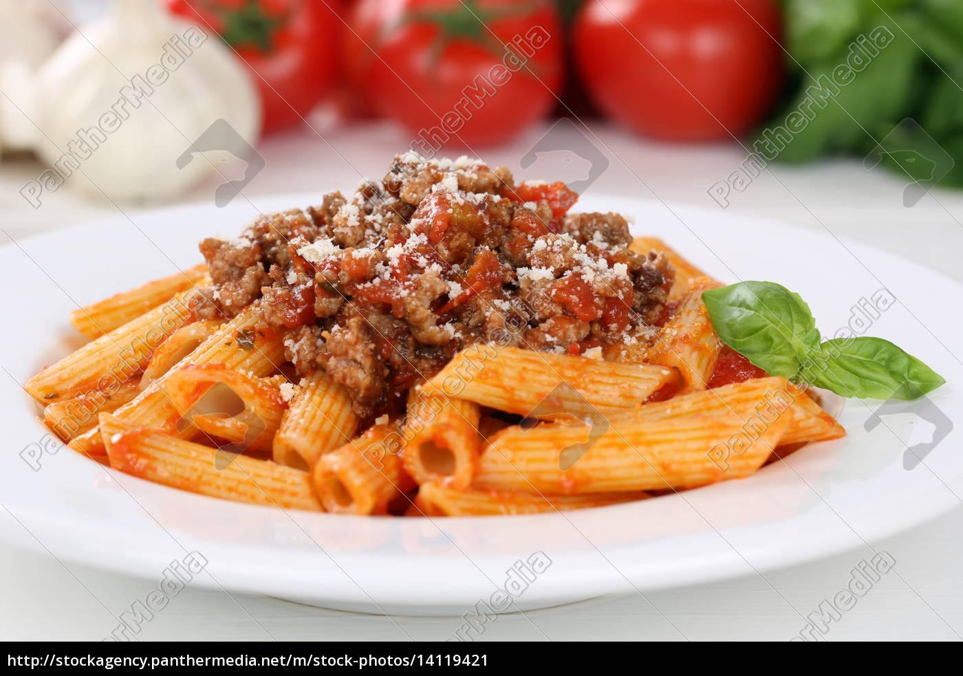 italienische nudeln pasta mit bolognese sauce gericht lizenzfreies bild 14119421. Black Bedroom Furniture Sets. Home Design Ideas
